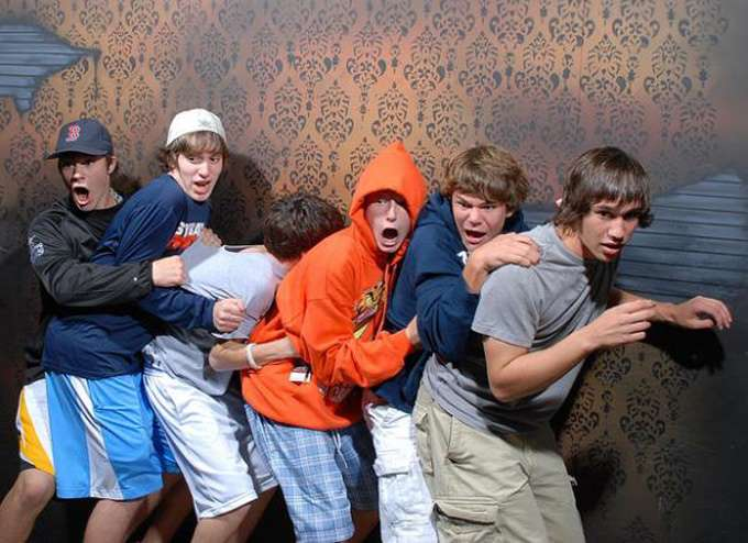 hilarious-haunted-house-pictures
