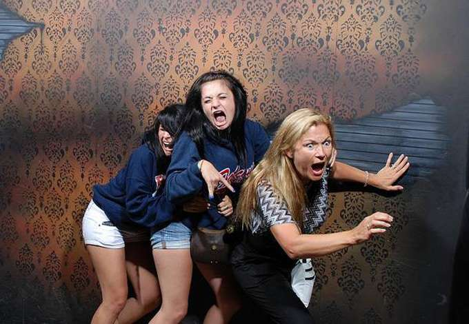 terrified-haunted-house-pictures