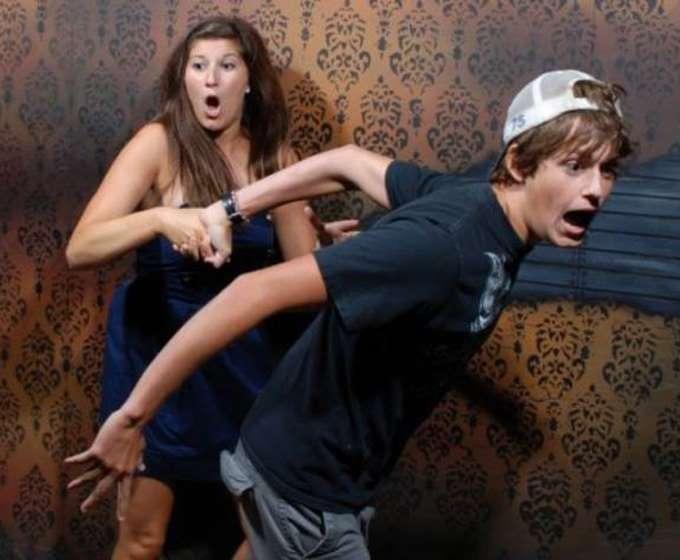 terrified-haunted-house-reactions-runnig