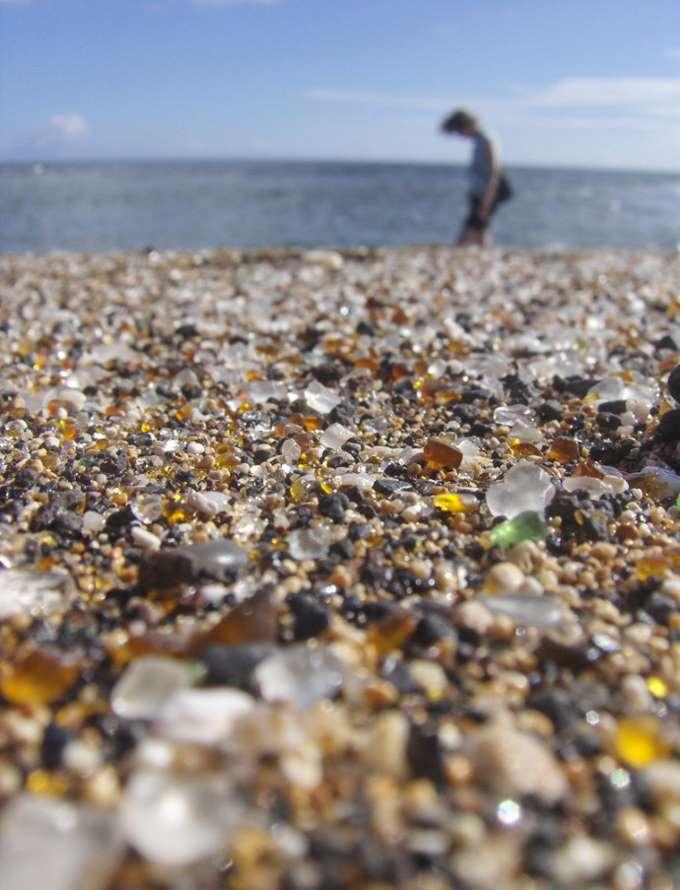 Glass_Beach_in_Kauai-690x917