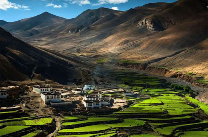 The-village-in-the-Himalayas-Tibet